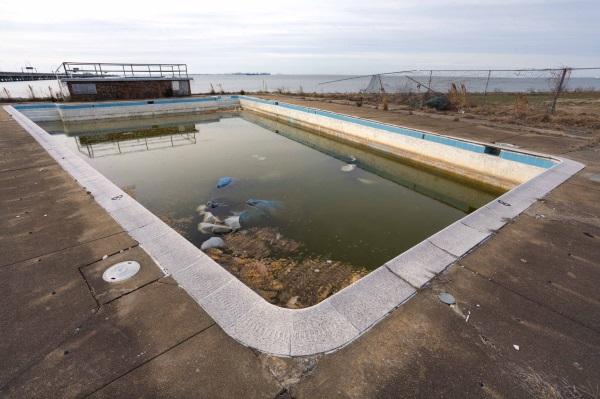 abandoned swimming pool 9