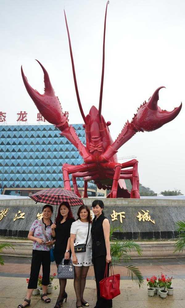 China giant crayfish statue