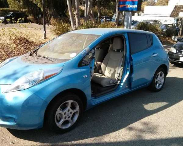 abandoned-electric-car-leaf1a