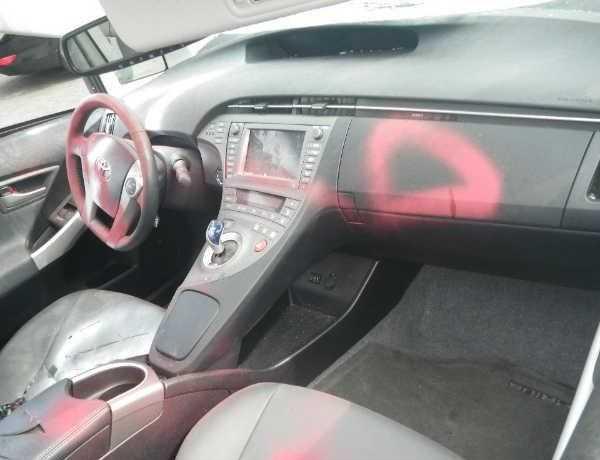 abandoned-electric-car-prius1b