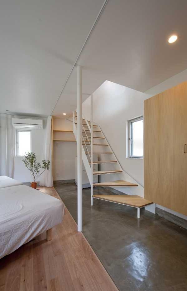 narrow-house-bedroom-1