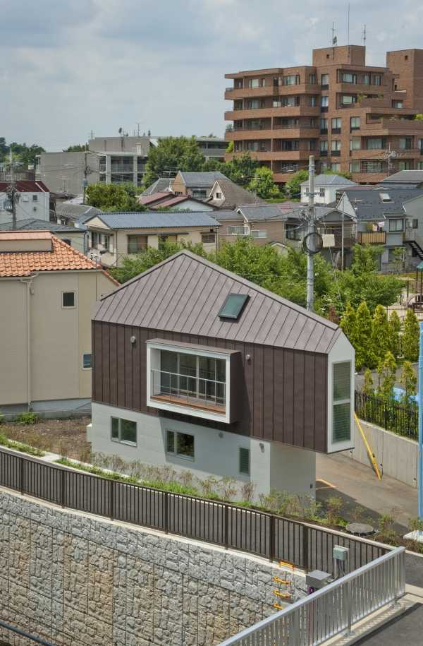 narrow-house-outside-3